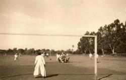 Jóvenes seminaristas jugando al fútbol