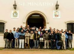 Seminaristas y docentes del Seminario